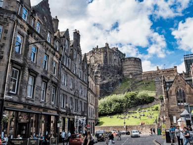 Il Castello di Edimburgo da Grassmarket